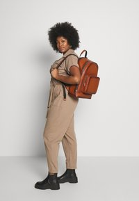 Tommy Hilfiger - CASUAL BACKPACK - Reppu - brown - 4