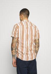 REVOLUTION - SHORT SLEEVED CUBAN SHIRT - Shirt - brown - 2
