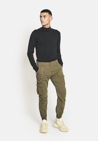 Redefined Rebel - Cargo trousers - dark olive - 0