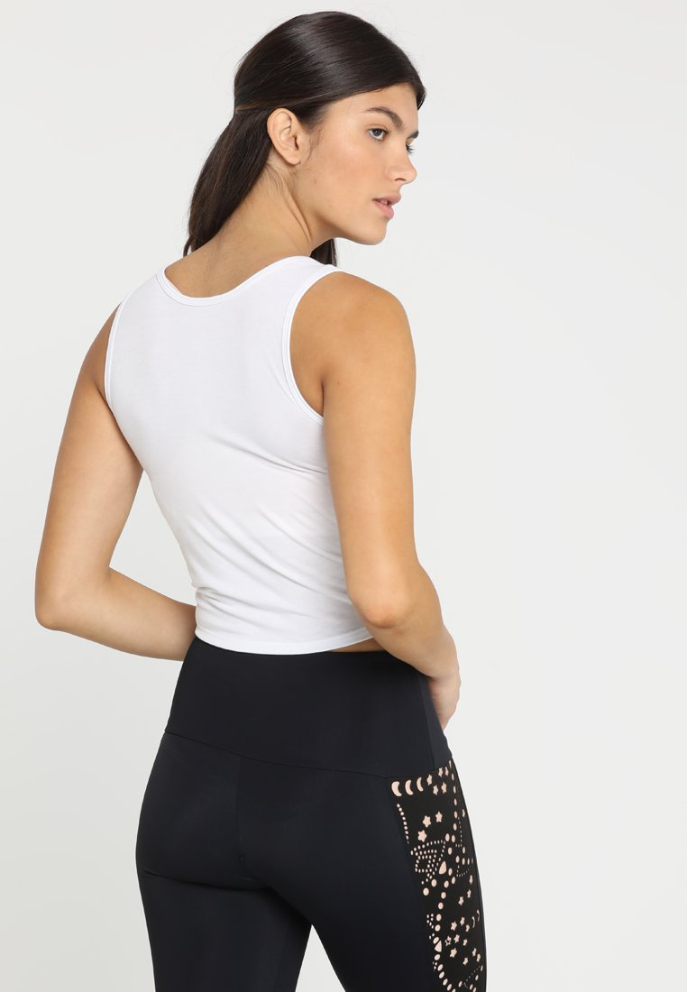 Onzie KNOT CROP - Sports shirt - white LtK9Z