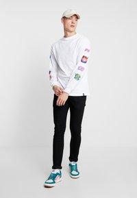 HUF - MEMORIES TEE - Long sleeved top - white - 1