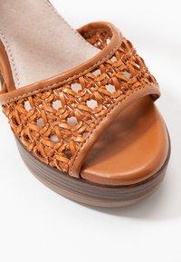 mtng - TAY - Sandály na vysokém podpatku - orange/brown - 2