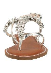 Buffalo - Sandály s odděleným palcem - silver - 5