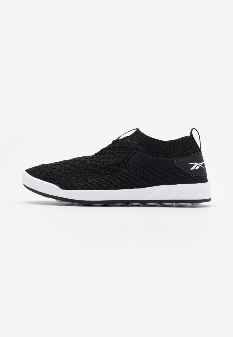 Reebok - EVER ROAD DMX SLIP ON  - Sportieve wandelschoenen - black/white