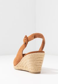 Tamaris - SLING BACK - Wedges - cognac - 5
