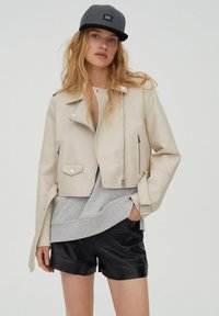 PULL&BEAR - Giacca in similpelle - beige - 0