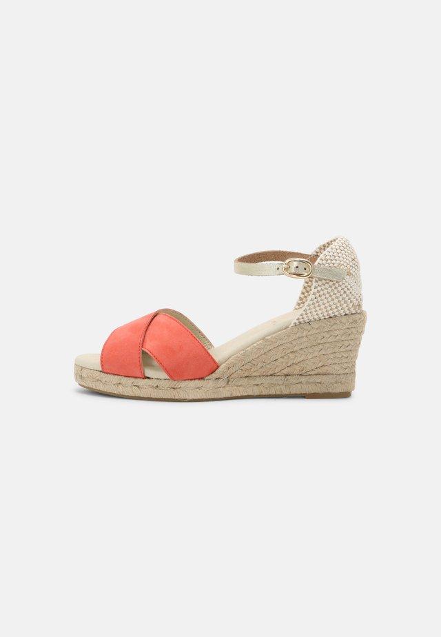 LIFANA - Sandály na platformě - rose/or