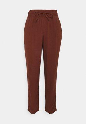 VMASTIMILO ANKLE PANTS - Trousers - sable