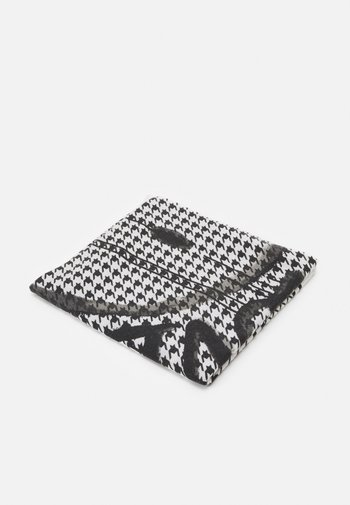 GIVE LOVE BACK SCARF