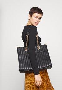 New Look - HUGO QUILTED TOTE - Tote bag - black - 1