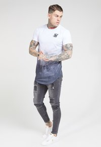 SIKSILK - PATCH - Vaqueros pitillo - washed black - 1