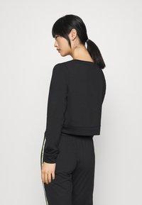ONLY PLAY Petite - ONPADOR SHORT PETITE - Camiseta de manga larga - black - 2