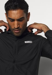 Jack & Jones Performance - JCOZSPORT JACKET - Training jacket - black - 3