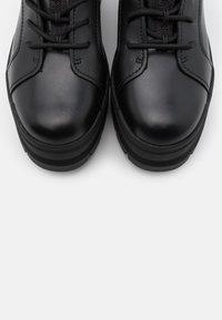 UGG - SHEENA - Platform ankle boots - black - 5