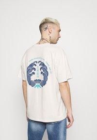 Edwin - MONDOKORO UNISEX - Print T-shirt - whisper white - 2