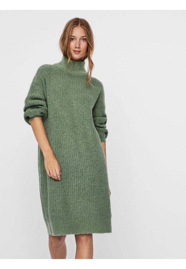 NMROBINA HIGH NECK DRESS - Gebreide jurk - hedge green