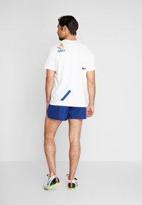 Nike Performance - DRY SHORT FAST - Träningsshorts - blue void/silver - 2