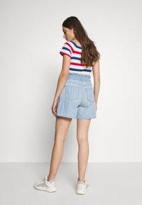 Noisy May - NMLYRA ELASTIC - Denim shorts - light blue denim - 2