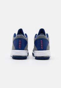 Jordan - MAX AURA 2 - Baskets montantes - smoke grey/track red/white/deep royal blue - 2
