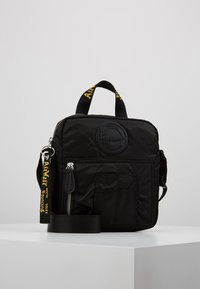 Dr. Martens - SUPER MINI BAG - Bandolera - black - 0