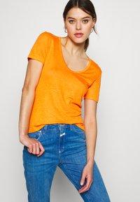 CLOSED - WOMEN - Basic T-shirt - mango - 3