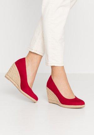 COURT SHOE - High heels - lipstick