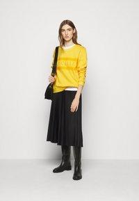 CECILIE copenhagen - MANILA - Sweatshirt - lemon - 1