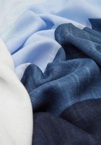 s.Oliver - MIT COLOUR BLOCKING-EFFEKT - Scarf - blue stripes - 5