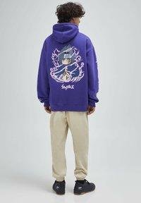 PULL&BEAR - Felpa con cappuccio - purple - 2