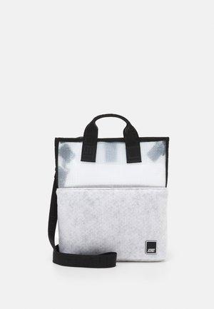UMEA - Käsilaukku - white