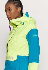 Columbia - DUST ON CRUST INSULATED JACKET - Skijacke - voltage/fjord blue/plum - 5
