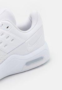 Nike Performance - AIR MAX BELLA TR 4 - Kuntoilukengät - white - 5