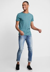 Tommy Jeans - ESSENTIAL JASPE TEE - T-shirt basic - atlantic deep - 1
