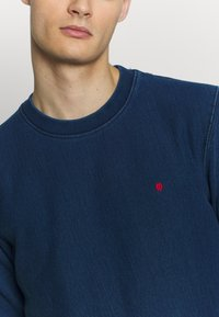 Royal Denim Division by Jack & Jones - CREW NECK - Sweatshirt - dark blue denim - 5