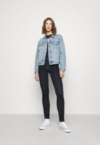 Levi's® - 721™ HIGH RISE SKINNY - Jeansy Skinny Fit - rinsed denim - 3