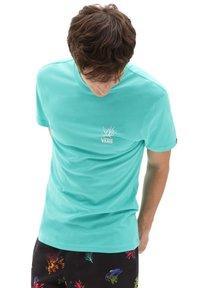 Vans - MN REALITY CORAL SS - Print T-shirt - waterfall - 1