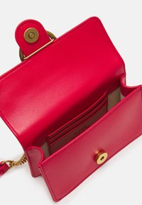 Pinko - LOVE BABY ICON SIMPLY ANTIQUE - Across body bag - red - 4