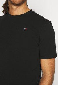 Tommy Hilfiger - BLOCKED TEE - Print T-shirt - black - 5