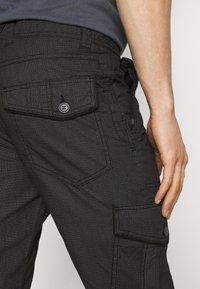 TOM TAILOR - MAX OVERKNEE - Shorts - black bean - 4