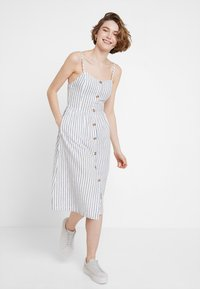 ONLY - ONLLUNA STRAP STRIPE DRESS - Skjortekjole - white - 0