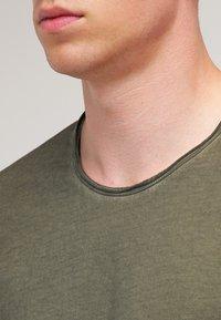 Tigha - MILO - T-shirt - bas - vintage olive - 4