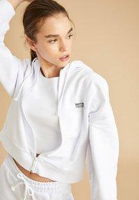 DeFacto - Zip-up hoodie - white - 2