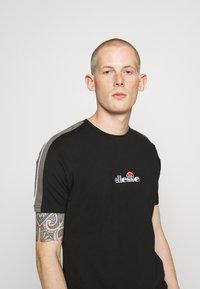 Ellesse - CARCANO - Print T-shirt - black - 3