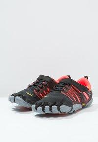 Vibram Fivefingers - Chaussures d'entraînement et de fitness - black/coral/grey - 3