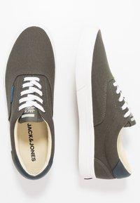 Jack & Jones - JFWMORK  - Sneakersy niskie - beluga - 1