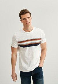 Next - T-shirt med print - white - 0
