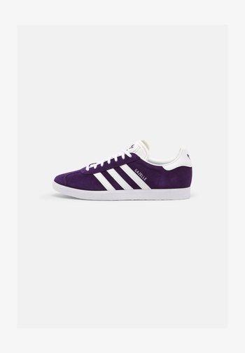 GAZELLE SHOES - Sneaker low - rich purple/ftwr white/ftwr white