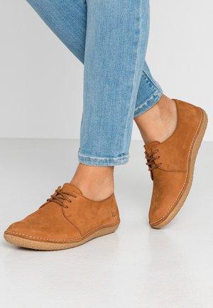 HOLSTER - Zapatos con cordones - camel brun
