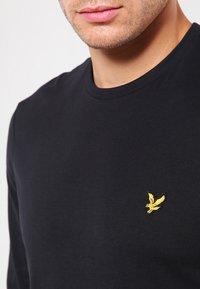 Lyle & Scott - CREW NECK PLAIN - Långärmad tröja - true black - 3