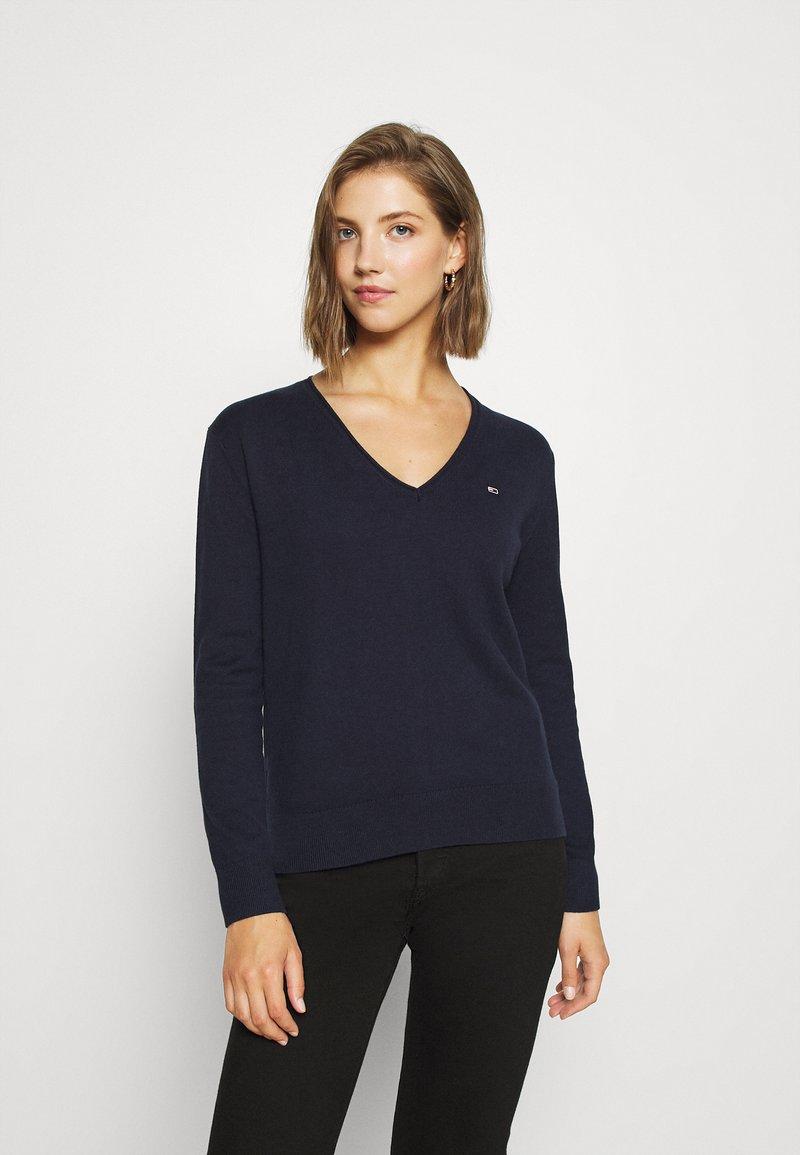 Tommy Jeans - SOFT TOUCH V NECK  - Jumper - dark blue